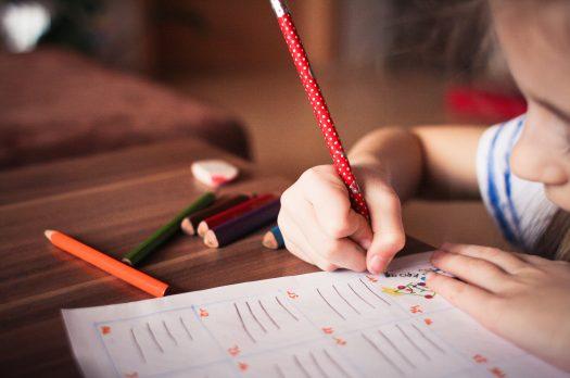 Au copiii noștri prea multe teme?